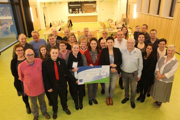 De vriendenkring schonk een cheque van 1250 euro aan De Klaproos
