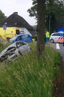 Bestuurder gewond bij botsing tussen twee auto's in Wageningen