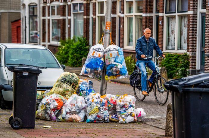 Leefbaarheid Korte Akkeren Gouda is niet goed nav een onderzoek - veel afval op straat, en parkeerproblemen zijn de grootste irritaties. Foto: Frank de Roo