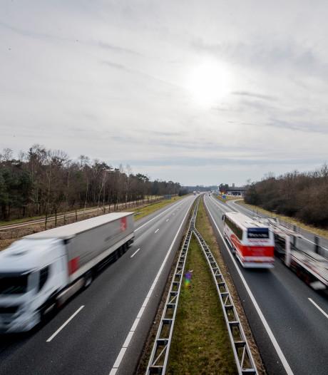 Steeds meer 'snelweglopers': A1 tussen Hengelo en grens koploper