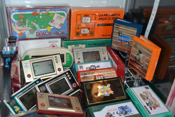 Een kast vol oude spelletjes