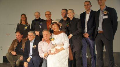 Winnaars 30ste editie van Olense Kartoenale in de bloemetjes gezet