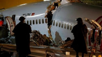 Boeing breekt in drie na uitschuiver op landingsbaan in Istanboel: 3 doden en 179 gewonden