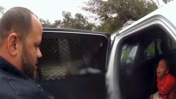 Hartverscheurend: 6-jarig meisje wordt opgepakt en geboeid afgevoerd na driftbui op school