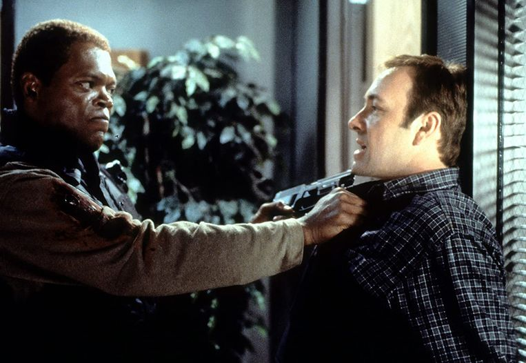Samuel L. Jackson (links) en Kevin Spacey in The Negotiator (F. Gary Gray, 1998).  Beeld
