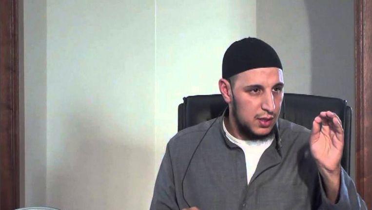 Online preekt Fouad el Bouch op allerlei platforms voor de zaak van moslims. Beeld Youtube