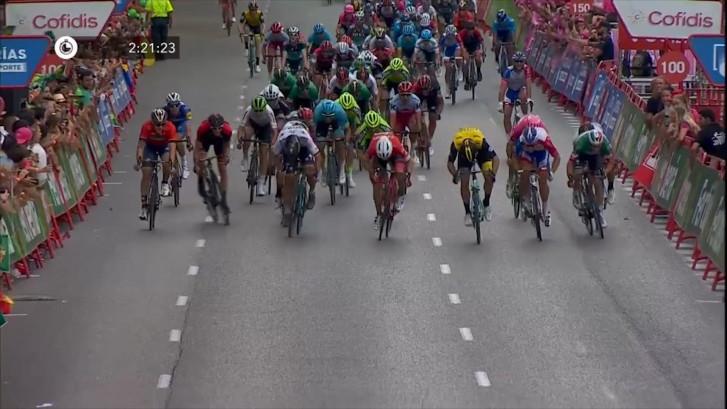 Viviani oppermachtig in laatste sprint Vuelta