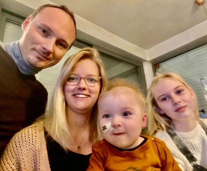 Van links naar rechts: papa Kristoffel Verdonckt, mama Sigrid Courselle, Victor en zus Laura (11).