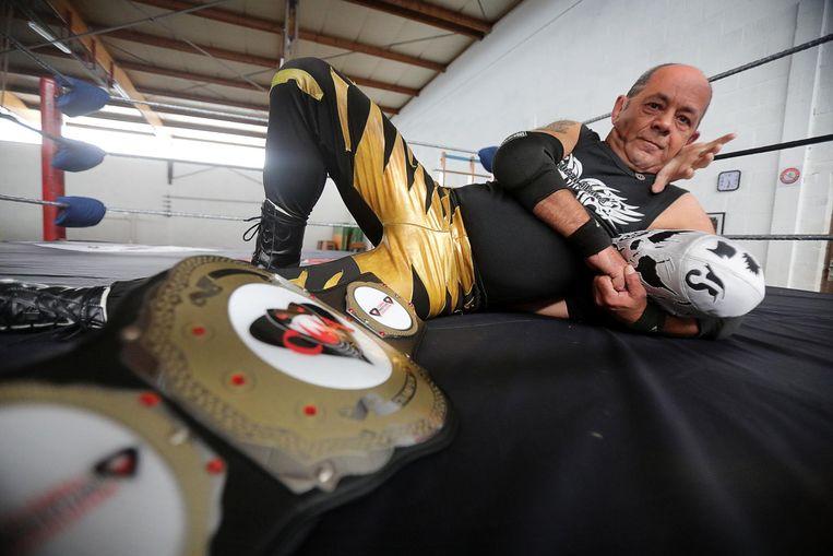 ...en zijn alter ego, worstelaar The Black Cobra.