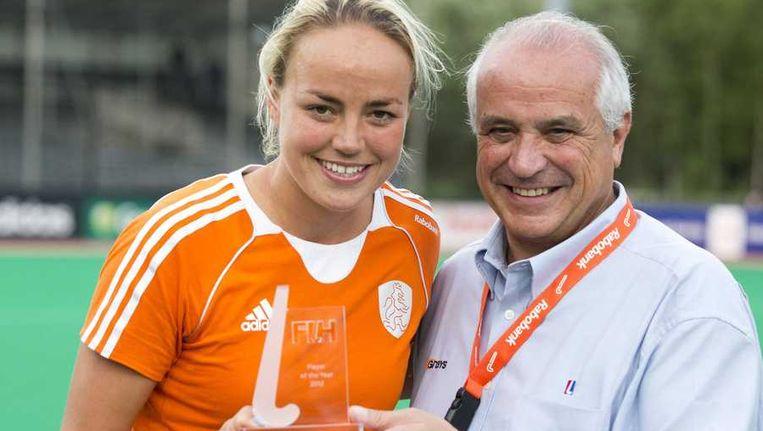 Maartje Paumen wordt gehuldigd als beste speelster van het jaar 2012. Beeld anp