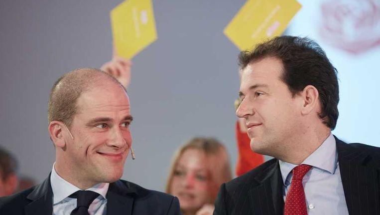 PvdA-leider Diederik Samsom en vicepremier Lodewijk Asscher tijdes de politieke ledenraad in de Utrechtse Jaarbeurs, over de cijfers van het Centraal Planbureau. Beeld anp