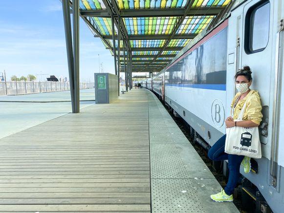 Op de langste en drukste treinlijn van het land luisterde Lidewij Nuitten een maand lang naar coronaverhalen van pendelaars.