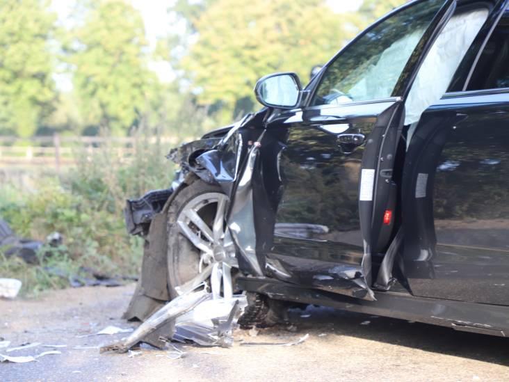 Auto's botsen tegen elkaar in buitengebied Veghel, gewonde naar ziekenhuis