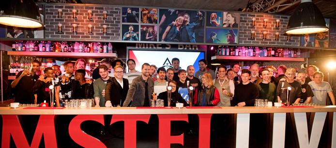 De leden van de Vrienden van Amstel Live tijdens de bekendmaking van de samenwerking met The Flying Dutch voor een eenmalig evenement De Vliegende Vrienden.
