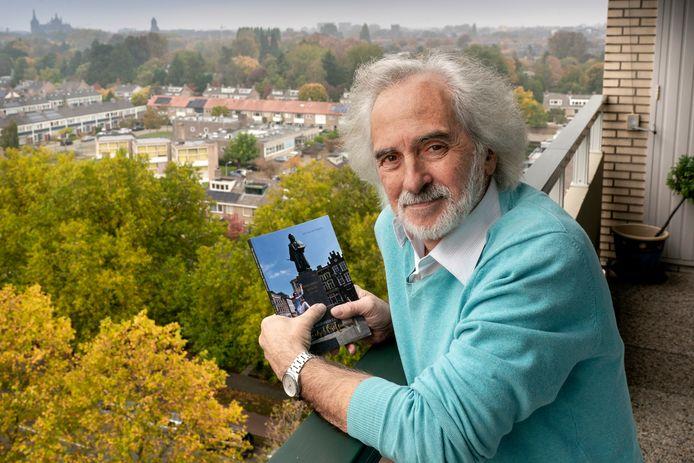 Andre van den Bogaert heeft vanaf zijn balkon zicht op de Sint-Jan