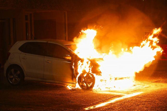 Autobrand aan Schapedreef in Oss