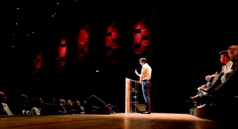 Lijsttrekker Jesse Klaver aan het woord tijdens een GroenLinks bijeenkomst in Groningen. Beeld anp