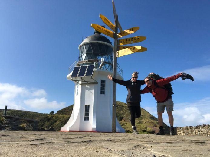 Hun wereldreis staat door de coronacrisis on hold maar zelfs gestrand in Nieuw-Zeeland proberen Cindy en Mark er het beste van te maken.