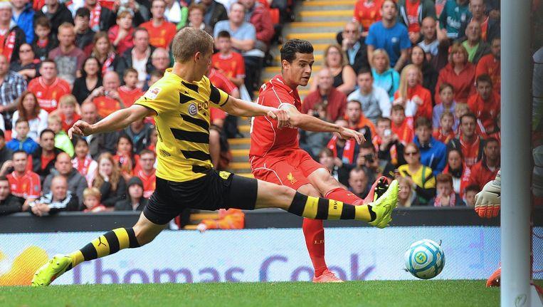 Philippe Coutinho (rechts) scoort de derde goal tijdens een vriendschappelijke wedstrijd tussen Liverpool en Borussia Dortmund. Beeld ANP