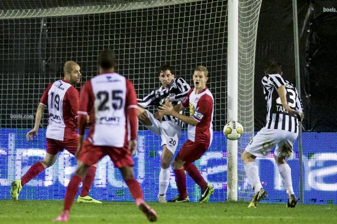 Achilles'29 in duel met FC Emmen.