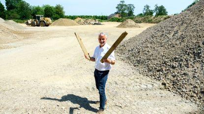 Rosekapellewijk slaat handen in elkaar met dichter Jan Somers voor gedicht op nieuwe vlonderpad