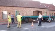 VIDEO. Losgeslagen aanhangwagen botst tegen woning na klapband in Nederzwalm