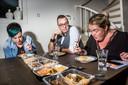 De jury: Ineke Hoeksema (36) Vaste deelnemer van het WK Snert- en Stamppotkoken. Won tweemaal. Christian Boomker (45) Professioneel kok en eveneens oud-snertkampioen. Karin Hoeksema (35) Wereldkampioen van het laatste WK Stamppotkoken.