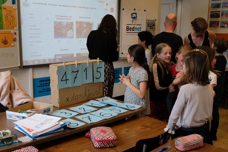 De leerlingen van klas 3A van de lagere gemeenteschool van Bonheiden volgden het aantal stemmen nauwgezet
