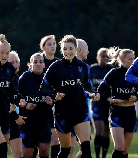 KNVB wil Leeuwinnen in Zeist laten trainen na stilleggen competitie