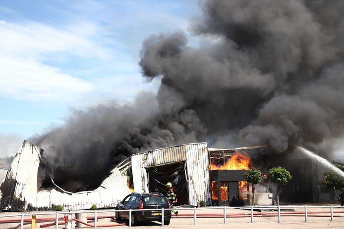 De zeer grote brand op het industrieterrein.
