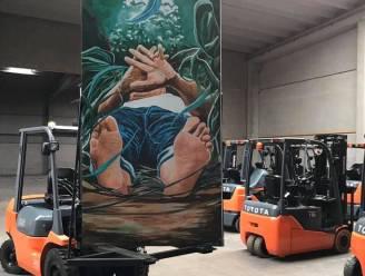 Gigantische schilderijen van Deinzenaar worden aan E17 gezet naast naakte cycloop