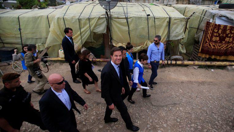 Premier Mark Rutte bezoekt samen met Lilianne Ploumen het opvangkamp voor Syrische vluchtelingen in het dorp Ghaziyeh in Zuid-Libanon. Beeld Reuters