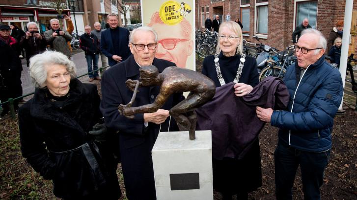 Eigen standbeeld voor Jan Janssen: 'Ik heb nog een hele weg te gaan'