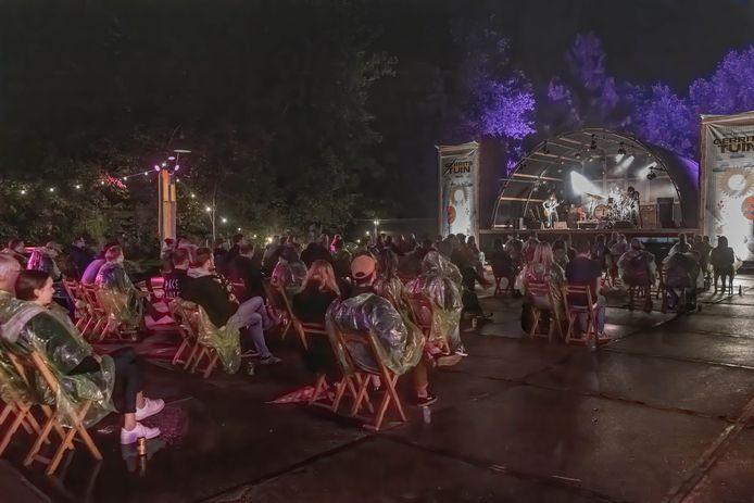 Hedon experimenteerde in Zwolle vorige maand met buitenconcerten en wilde op deze coronaproof manier door in de zaal. Daar gaat voorlopig een streep door, omdat maar dertig bezoekers per concert welkom zijn.