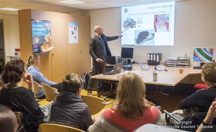Tim Waelbers uit Belgie geeft uitleg over zijn producten.