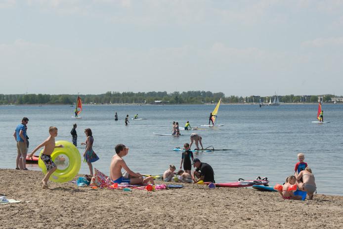 Strand Horst in Ermelo. De waarschuwing voor zwemmersjeuk is ingetrokken.