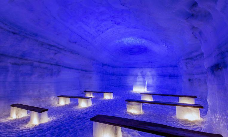 In de kapel te midden van de gletsjer kunnen huwelijken plaatsvinden.