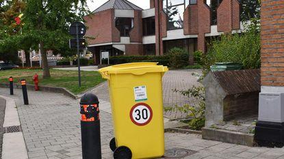 Afvalcontainers duiden snelheidsbeperking aan