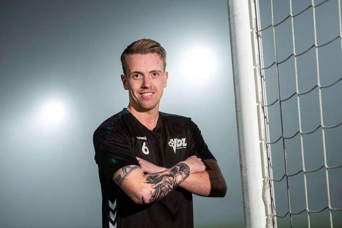 VDZ-voetballer Desney Jansen op sportpark 't Cranevelt.