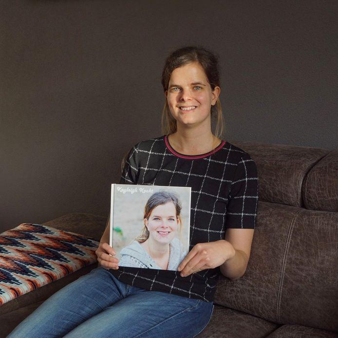 Kayleigh Versantvoort gebruikte haar passie om de ziekte van Crohn een plek in haar leven te geven. Ze maakte haar eigen kookboek 'Kayleigh Kookt'.