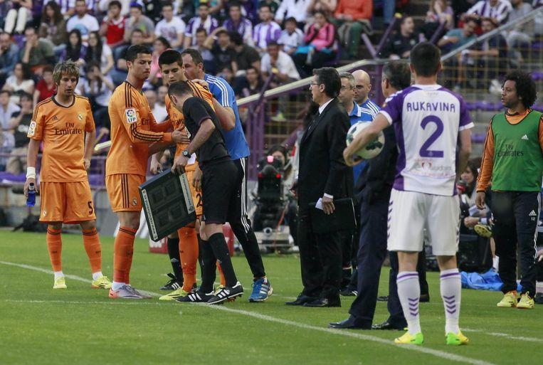 Ronaldo moest al gauw naar de kant...