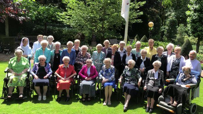 Groepsfoto van de zusters die nog in het moederhuis in Den Bosch wonen.