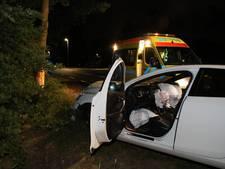 Bestuurder gewond na klap tegen boom in Dongen