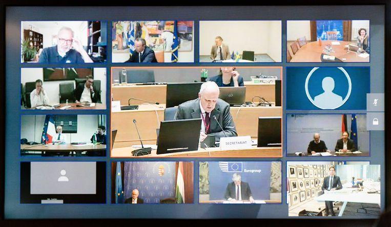 Minister Wopke Hoekstra overlegt tijdens een videoconferentie met de EU-ministers van Financiën welke middelen moeten worden ingezet om de economische klap van de coronacrisis op te vangen. Beeld ANP
