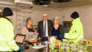 Al 2.900 porties 'onverkoopbaar' eten verdeeld aan mensen in nood