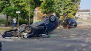 Auto over de kop na ongeval aan Umicore-fabrieken