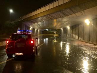 Spoorwegtunnel onder water gelopen