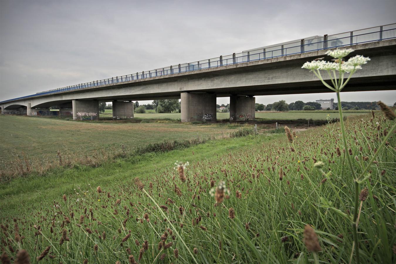 De A50 bij Ravenstein.