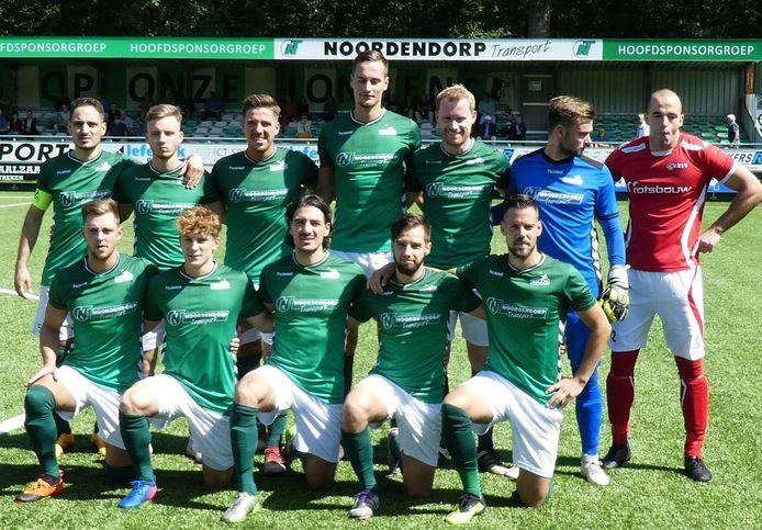 AZSV-speler Jonathan Goosen 'verpestte' de elftalfoto van HSC'21.