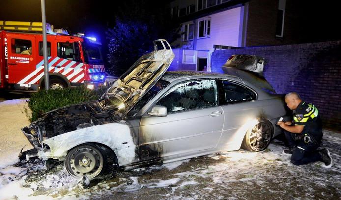 Auto in brand gestoken op Zesde Haren Den Bosch